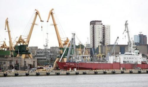 E. Gentvilas.  Klaipėdos uosto direkcija žada stabdyti Keleivių ir krovinių terminalo statybas