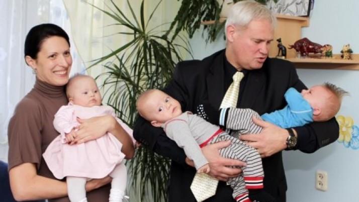 Klaipėdos meras pasveikino trynukų susilaukusias šeimas