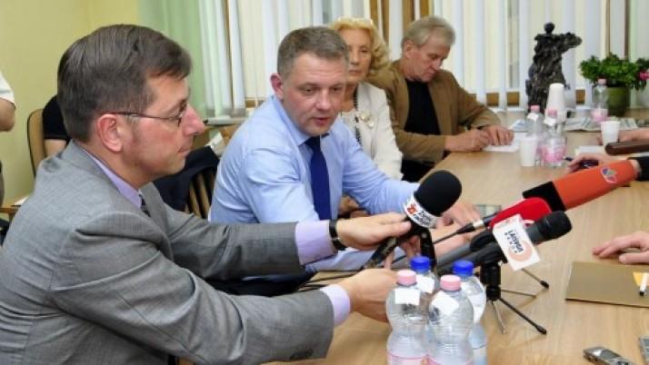 """E. Masiulis: """"Algas didinti reikia, bet tik mažinant valstybės tarnautojų skaičių"""""""