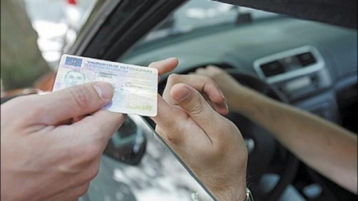 """R. Šimašius: """"Vairuotojo pažymėjimas Lietuvoje turėtų prilygti pasui ar asmens tapatybės kortelei"""""""