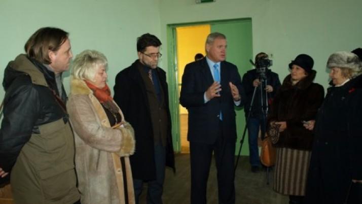 Klaipėdos miesto meras su senjorais apžiūrėjo būsimus senjorų bendruomenės namus