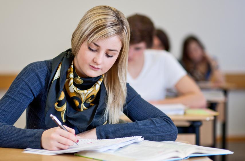 Studentams – stipendijos už miestui aktualius baigiamuosius darbus