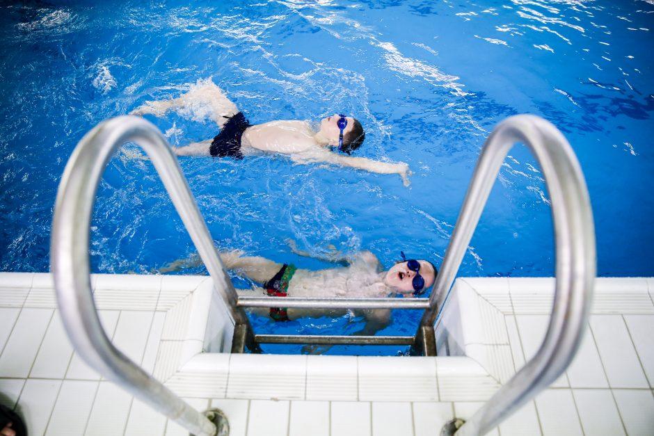 Antrokai privalės mokytis plaukti
